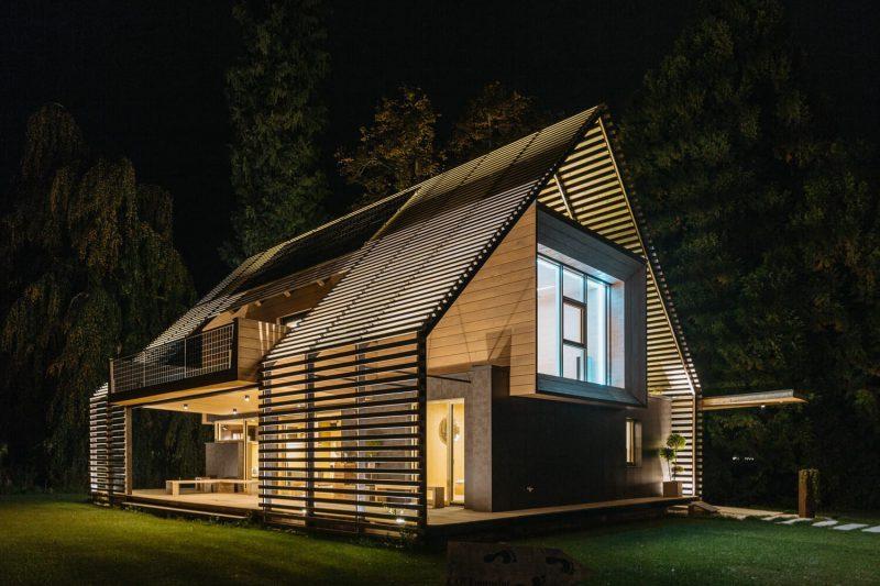 Passiv Haus Perpetuum beleuchtet bei Nacht